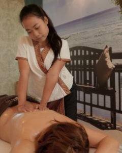 Thai-Massage des Rückens, der Arme und des Kopfes 60 min.