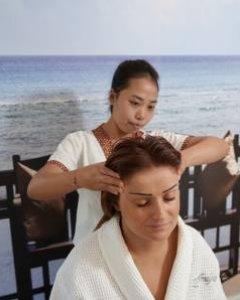 Thai-Massage des Rückens, der Arme und des Kopfes 45 min.