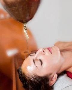 Hinduska Shirodhara Massage