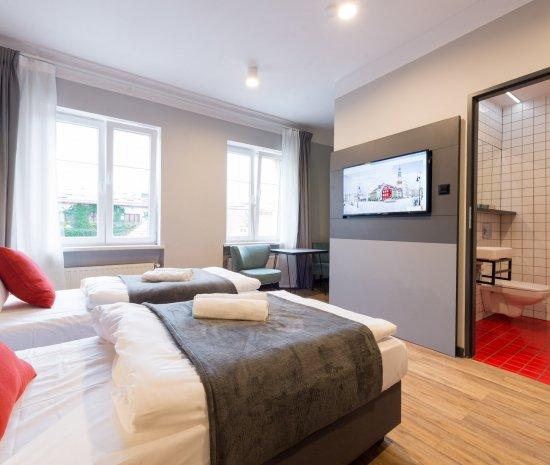 Pokój 2 os. - Standard  z dwoma pojedynczymi łóżkami i łazienką