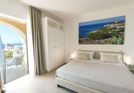 Triple deluxe room with sea view