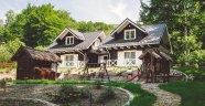 Jesień z widokiem na góry! Noclegi w Szczyrku to najlepszy sposób na wypoczynek przed zimą. Pensjonat czy hotel?Komfortowy domek skandynwaskito najlepszy wybór.
