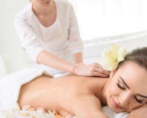 RELAXING WHOLE BODY MASSAGE