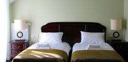 Pokój jednoosobowy z pojedynczym łóżkiem