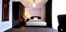 Pokój jednoosobowy z podwójnym łóżkiem