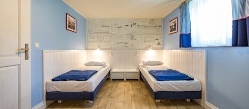 DOUBLE ROOM (HOTEL BUILDING)