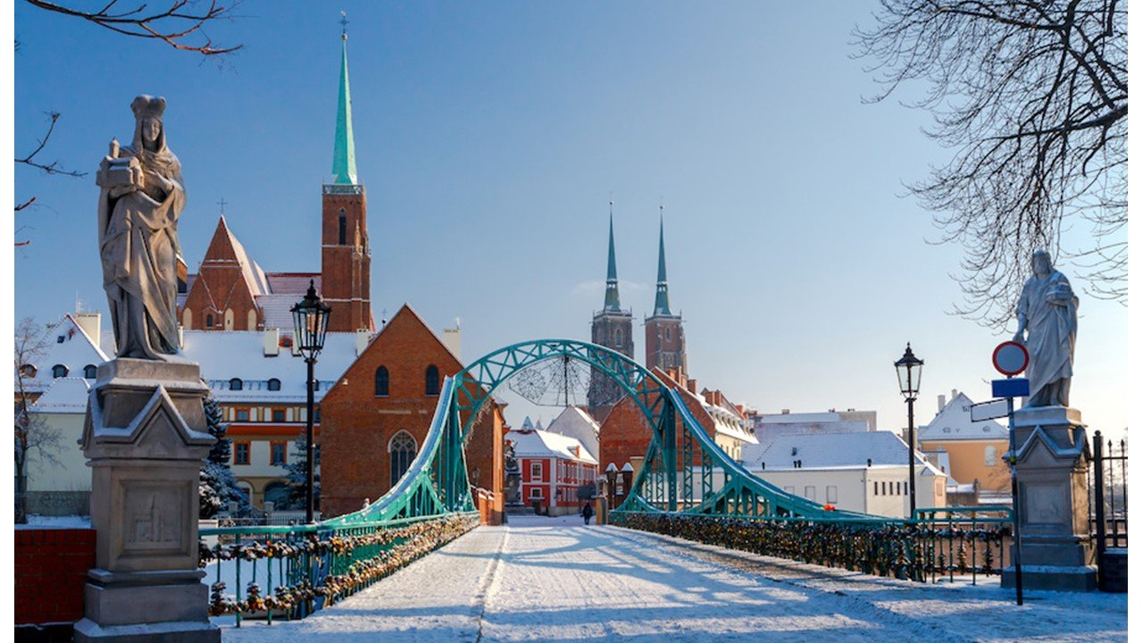 FAMILY WINTER BREAK IN WROCŁAW 2 + 2 *