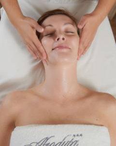Gesichtspflegebehandlungen
