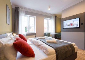 Pokój 2 os. - Standard z jednym dużym łóżkiem i łazienką