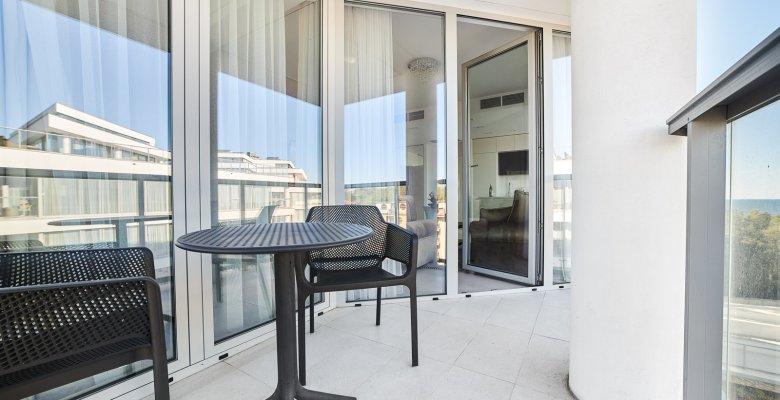 Apartament B401 z jedną sypialnią (boczny widok na morze)