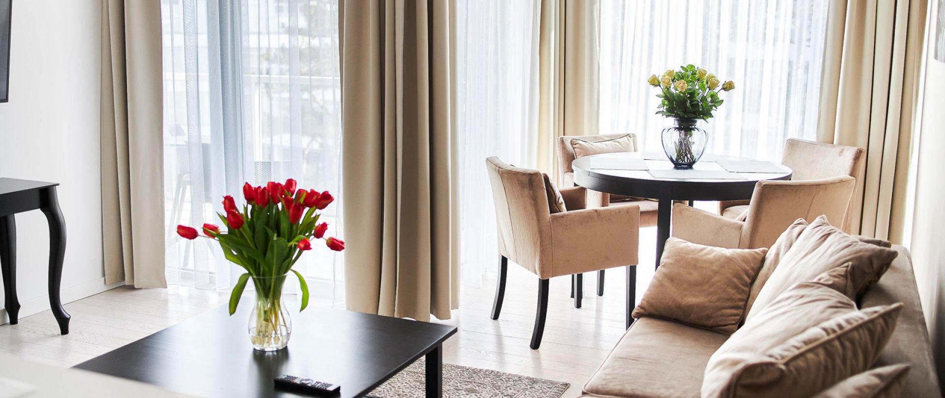 Ein-Schlafzimmer-Apartment B420 (seitlicher Meerblick)