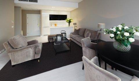 Ono-Bedroom Deluxe Apartment