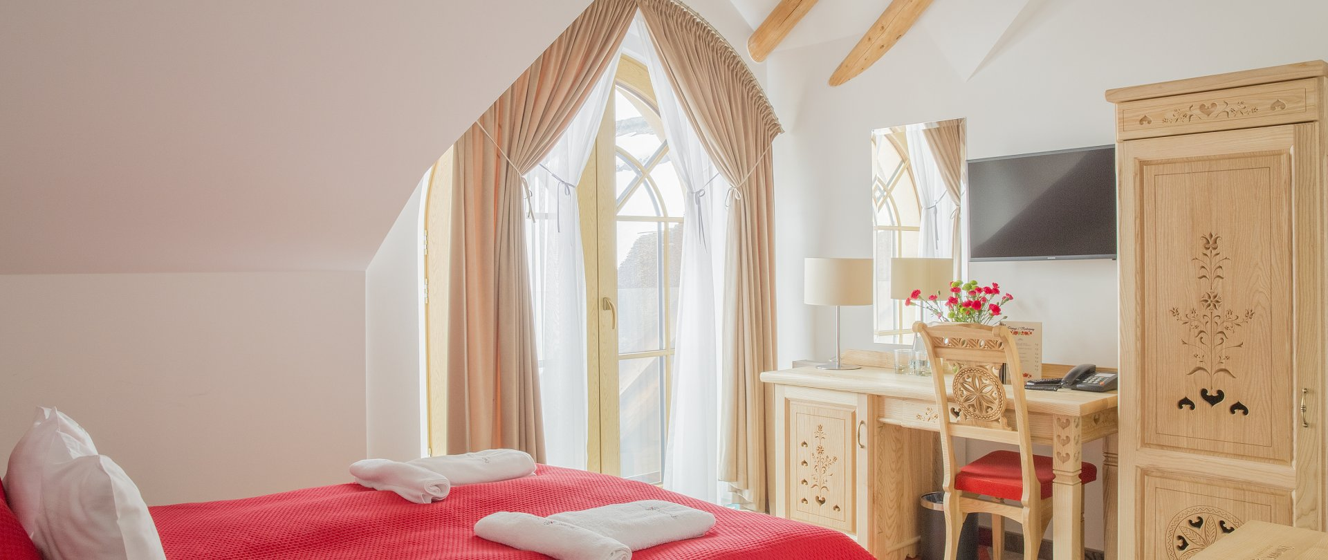 Single Comfort Room with a double bed