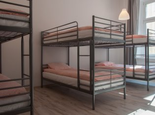 Bed in a multi-bed room for 8 (2)