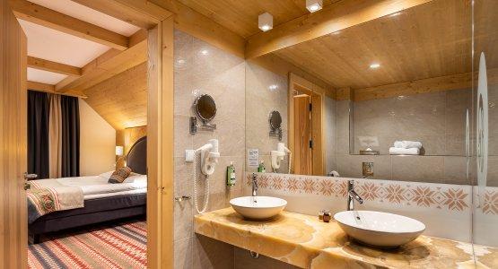 https://r.profitroom.pl/hotelbaniathermalski/images/rooms/thumbs/555x300/202102091023470.HOTEL_BANIA_apartament_nowy_2020_fot_Szymon_Polanski_110_poprawka.jpg
