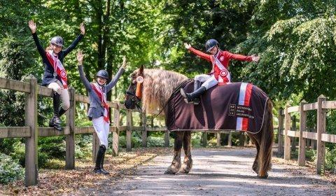 Jeździecki sierpień - tygodniowy pobyt dla 4 osób / 16  lekcji jazdy konnej + bryczka