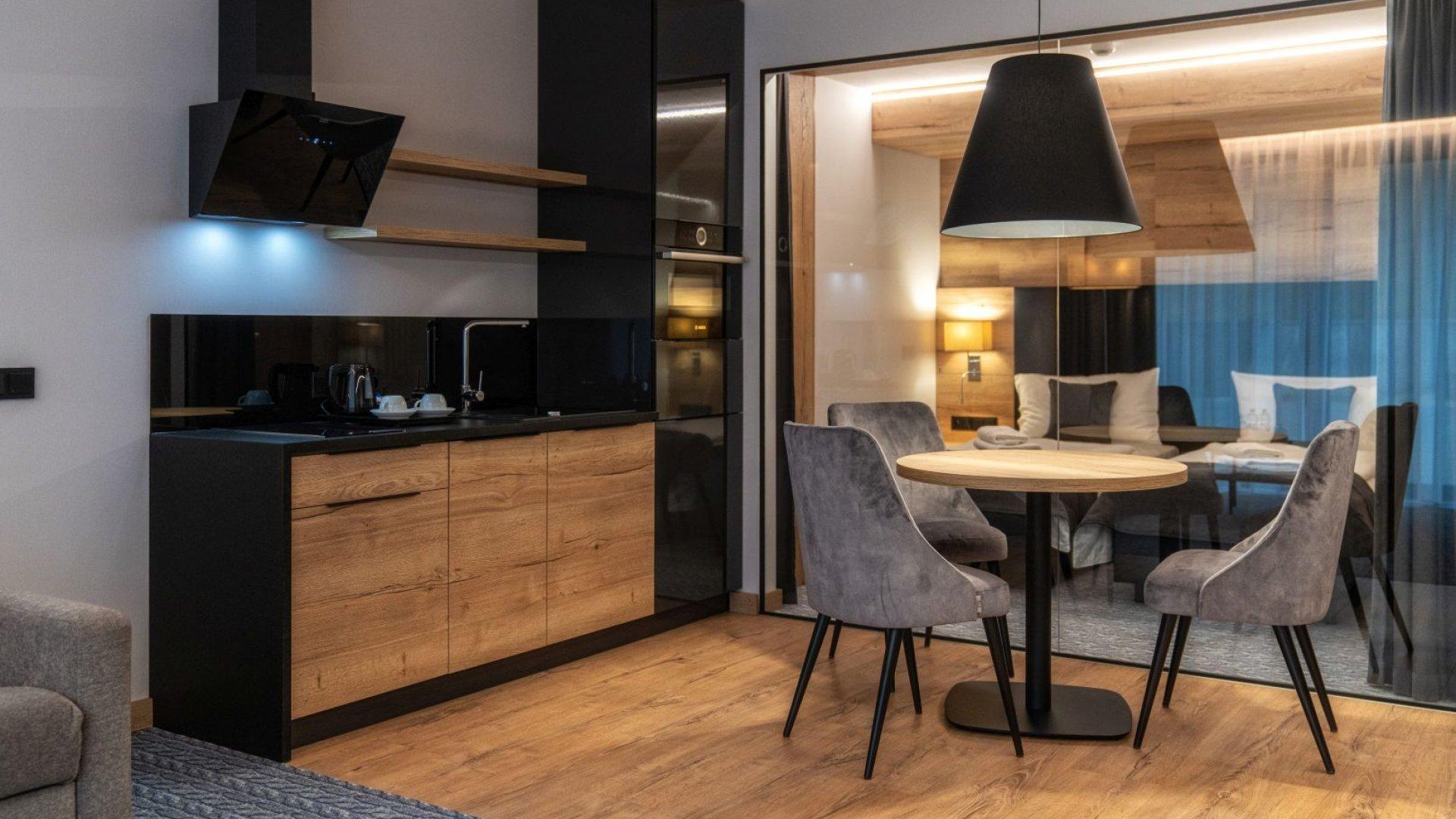 META RESIDENCE - Apartament DE-LUX VIEW dla 2-4 osób
