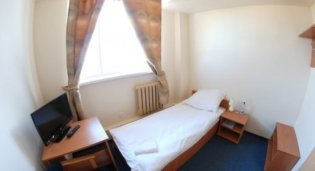 1 os pokój budżetowy z łazienką wspólną na dwa pokoje