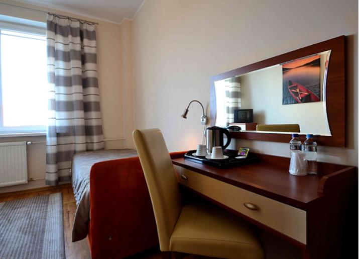 Mały pokój dwuosobowy z 1 lub 2 łóżkami