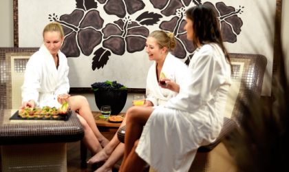 In wild wine – girlfriends at the Spa